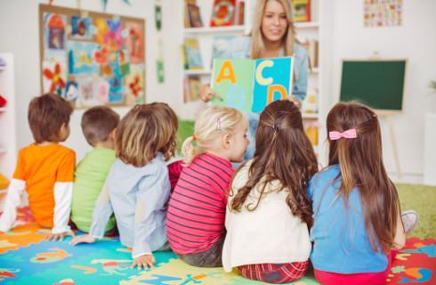 Nauczyciel opiekujący się oddziałem przedszkolnym z prawem do dodatku